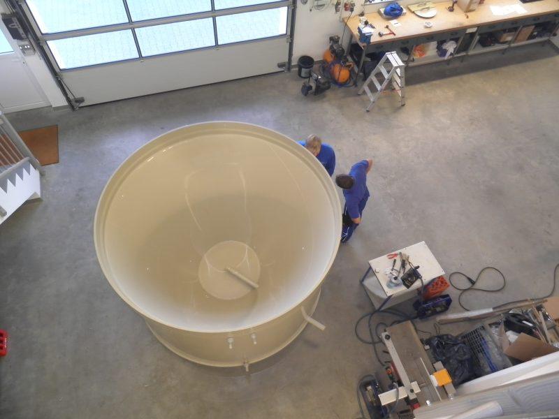 Behälter-mit-Trichterboden, Behälter und Auffangwannen in eckiger oder runder Form (je nach Kundenwunsch) in den gängigen Materialien PP, PE, PPS, PVDF,PVC