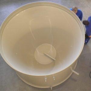 Behälter mit Trichterboden, Behälter und Auffangwannen in eckiger oder runder Form (je nach Kundenwunsch) in den gängigen Materialien PP, PE, PPS, PVDF,PVC